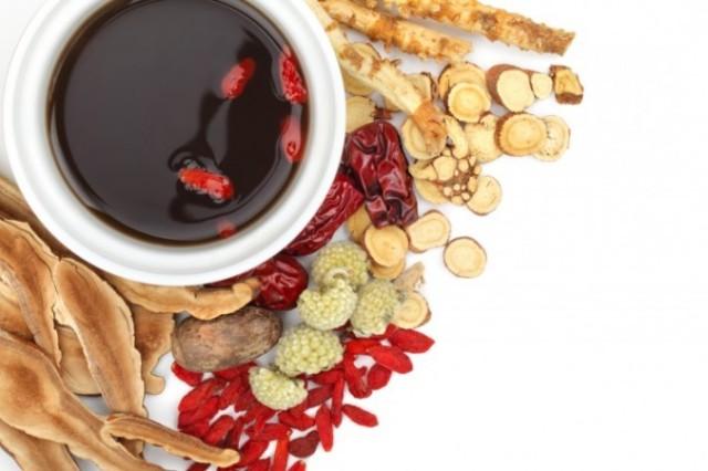 Ağaç kabuğu olan Du Zhong (Ekomya) Cin tıbbında en temel bitkilerden biridir, sırt ağrıları için özellikle faydalıdır. (Liang Zhang/Photos.com)