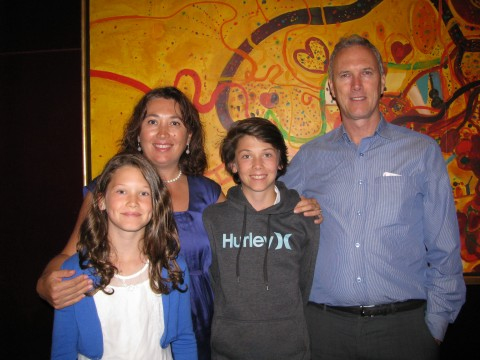 Sandra ve Terry Cranage çifti çocukları ile birlikte  Shen Yun'u izlerdiler. (Steve Xu/Epoch Times)