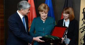 Kırgızistan'dan Merkel'e Ülkenin En Prestijli Nişanı