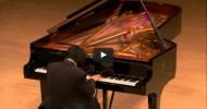 Kör Piyanistin Dokunaklı Müziği Dinleyicileri Etkiledi