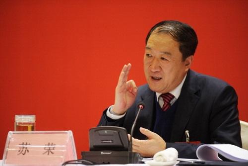 Eski üst düzey Komünist Parti yetkilisi Su Rong, 1 Şubat 2012 tarihinde Çin'in doğusundaki Jiangxi Eyaletine bağlı Nanchang'da düzenlenen bir toplantıda konuşurken. Su Rong, yolsuzlukla mücadele ajansının görevden alındığını açıkladığı üç yetkiliden biridir. (STR/AFP/Getty Images)