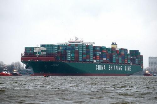 Bir Çin kargo gemisi 13 Ocak'ta Hamburg limanına yaklaşıyor (Joern Pollex / AFP / Getty Images)