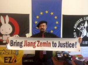 Almanya AP üyesi Stefan Eck, Falun Gong zulmünün insanlık dışı olduğuna ve dünya barışı için bir tehdit oluşturduğuna inanıyor. O da, zulüm politikalarının 1999 yılından bu yana siyasi ve ekonomik kanallardan diğer ülkelere genişletildiğine dikkat çekti