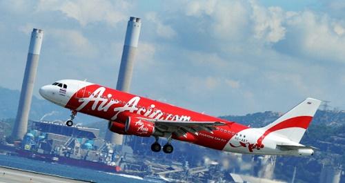 Endonezya'dan Singapur'a sefer yapan AirAsia havayollarına ait QZ-8501 sayılı uçağın Cumartesi akşamı kaybolduğu bildirildi.(LAURENT FIEVET/AFP/Getty Images)