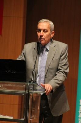 ETO Başkanı Atilla Ertem Akdeniz İhracatçı Birlikleri'nde yapılan 'Yerel Paydaş Toplantısı'nda konuşurken