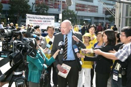 Çin uzmanı ve gazeteci Ethan Gutmann Çin'de Falun Gong uygulayıcılarının  organları yüzünden Çin devleti tarafından hala sistematik bir şekilde öldürüldüğünü belirtti