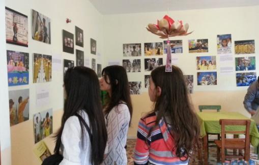 Falun Dafa fotoğraf sergisi