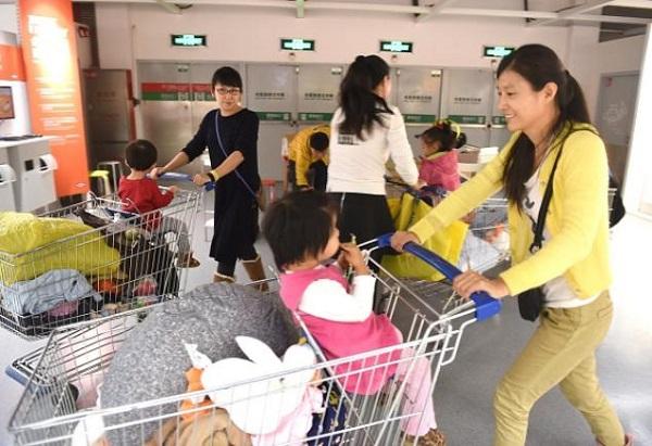 Çinliler için sevindirici haber: Ülkenin genç nesle ihtiyacı olduğu için artık ikinci çocuğa izin veriliyor. (GOH CHAI HIN / AFP / Getty Images)