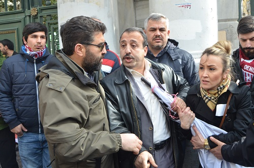 Beyoğlu'nda Milliyetçi Türkiye Partisi üyelerinin Hocalı katliamı için düzenledikleri eylemde gerginlik yaşandı. (İHA)