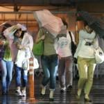 Japonya Jelawat Tayfunundan Kaçıyor