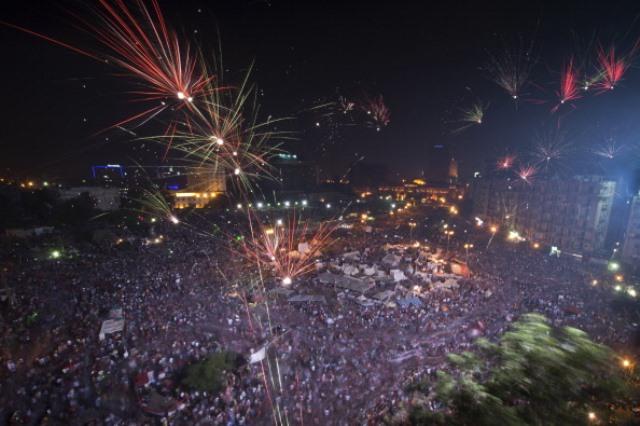 03 Temmuz 2013 Mısır'da Ordu tarafından darbe gerçekleştikten sonra havai fişekler ile kutlama yapıldı. (KHALED DESOUKI/AFP/Getty Images)
