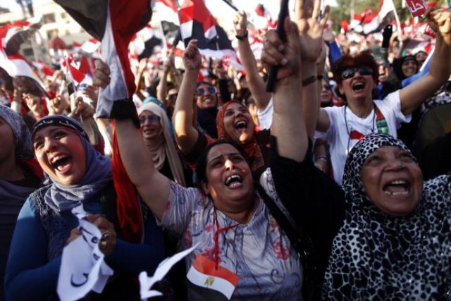 03 Temmuz 2013 Mısır'da Ordu tarafından darbe gerçekleştikten sonra halkın sevinç çığlıkları (MAHMOUD KHALED/AFP/Getty Images)