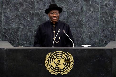 Nijerya Cumhurbaşkan Googluck Jonathan, 68. Birleşmiş Milletler Konseyinde konuşurken. Jonathan, Mayıs ayında yapılan saldırılardan sonra ülkenin kuzeydoğusunda olağanüstü hal ilan etmişti.  (Andrew Burton/Getty Images)