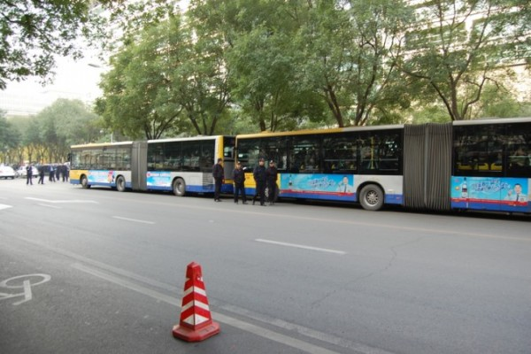 Police_buses_Beijing_bank_protest-676x450