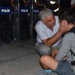 Ağlayan Genci Polis Teselli Etti