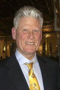 Birleşmiş Milletler ve Dünya Sağlık Örgütü için tercümanlık yapan Bob Turner