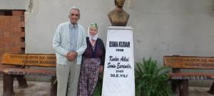 50. Yılında Karısının Heykelini Yaptırdı