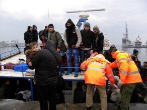 Kıbrıs'ta 300 Suriyeli'yi Taşıyan Tekne Batma Tehlikesi Geçirdi