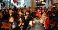 Hollanda'da, Türk Vatandaşlarından Konsolosluk Önünde Protesto