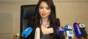 Dünya Medyası, Kanada Güzelinin Çin'e Girmesinin Reddedilmesinden Sonra Falun Gong'a Odaklandı