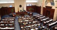 Makedonya'da Meclisi Basan Protestocular Milletvekillerini Rehin Aldı