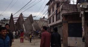 Nepal 7.9 Büyüklüğünde Depremle Sarsıldı