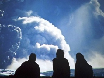 İzlanda'da Yanardağ Alarmı, Bölgede Uçuşlar İptal Edildi